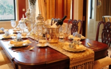 西式餐桌图片