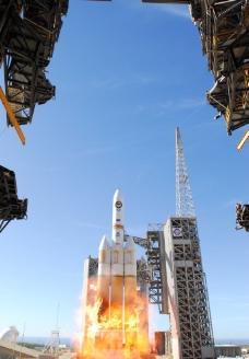 delta4型火箭升空瞬间图片