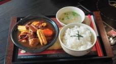 腐竹牛腩饭图片
