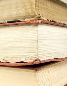 一叠旧书图片