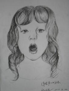 練習發聲的小女孩圖片