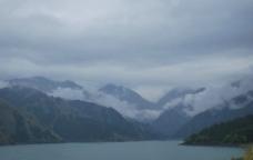 高山云雾图片