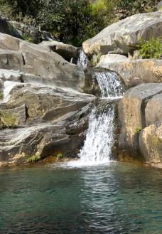 美丽瀑布图片