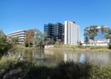 河边建筑图片