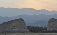 远处的山峰图片