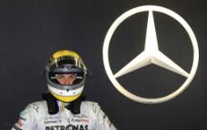 奔驰F1赛车手图片