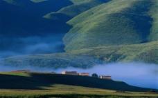 山中烟云图片