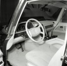 奔驰老汽车驾驶舱图片